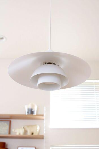 こちらのお宅では、PH4/3が取り入れられています。円盤のような個性的なシェードが目を惹くデザイナーズ照明。ダイニングをモダンな雰囲気にシフトしてくれます。
