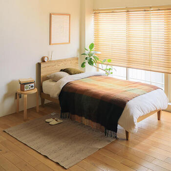 季節に合った素材を選べば、より心地よい睡眠環境に。  秋冬に特におすすめの素材は、自分の体温で暖まり吸湿性にも優れた「ウール」です。ウールは、綿よりも汗を発散することができる素材。実は冬だけでなく通年使える素材として知られています。
