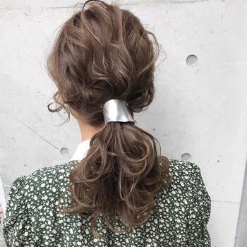 柄物のお洋服などにはシルバーやゴールドのシンプルなヘアクリップがおすすめです。コーディネートを邪魔せず、シンプルながらアクセントになってくれます。