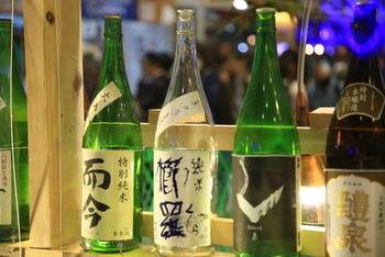 醸造酒とは、米などの原料を、酵母の力でアルコール発酵させて作ったお酒のことです。日本酒以外では、ビールやワインも醸造酒にあたります。
