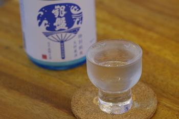 日本酒の味わいは、香りの高さと味の濃淡で表現されます。  香りが高く味が濃い「熟酒(じゅくしゅ)」 香りが高く味が淡い「薫酒(くんしゅ)」 香りが低く味が濃い「醇酒(じゅんしゅ)」 香りが低く味が淡い「爽酒(そうしゅ)」  初めての人には、すっきりとした味で飲みやすい「薫酒」や「爽酒」がおすすめです。