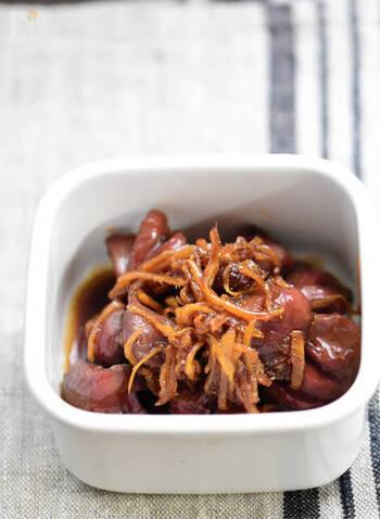 こちらは、砂肝と生姜、3つの調味料だけで作る簡単作り置きレシピです。砂糖醤油の甘辛さと生姜のさっぱり感が、ご飯にもお酒にも合う一品です♪