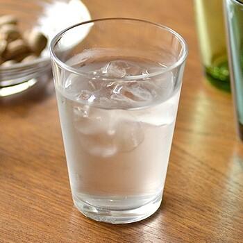 キナリノでも大人気のiittalaのKartioシリーズ。無駄をそぎ落としたシンプルなデザインが特徴です。「ハイボール」は400mlとたっぷり入るところが魅力♪氷や水を入れたりトッピングしたり、アレンジするときにも使いやすいグラスです。
