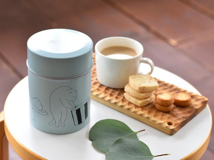 国内外で活躍するアニメーター「和田淳」さんのイラストがプリントされたコーヒーキャニスター。コーヒー豆なら約200gほど入ります。中蓋もついているので気密性も◎。コーヒー豆以外に紅茶や日本茶、お菓子や小物を入れてインテリアとしても楽しめます。