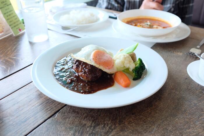 肉料理の味の決め手!【グレイビーソース】基本の作り方&アレンジレシピ