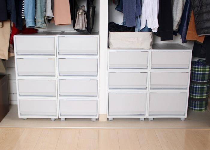 一番良く見かける衣装ケースといえば、無印良品のPP衣装ケースではないでしょうか。 クローゼット下でも押入れでも入れやすく、並べるだけですっきりとして美しい収納に。