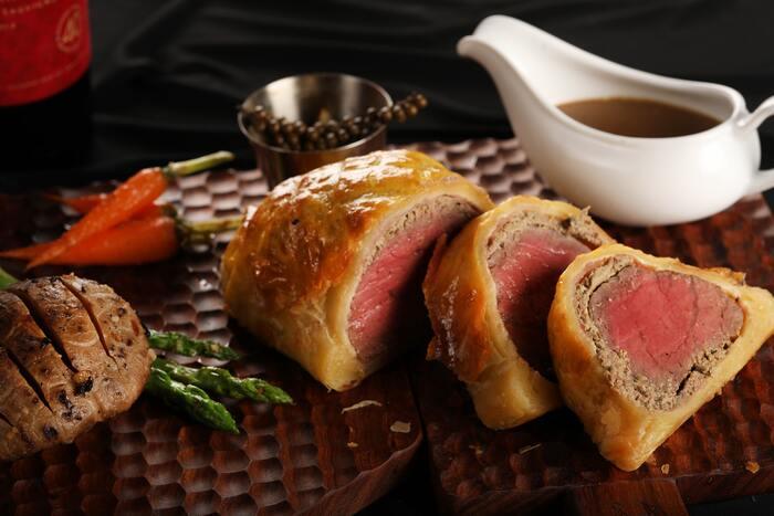 グレイビーソースは肉料理の仕上げにかけたり添えたりして味わいます。肉と一緒に煮込むというレシピではないので、シチューやデミグラスソースとは美味しさが異なります。