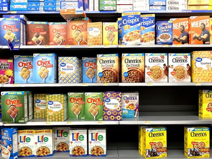 業務スーパーやコストコに行って大容量の調味料や食材を見ると心が躍りますよね。どうせ使うものだから、お得な大容量のものを買っておこう…と思っていませんか?