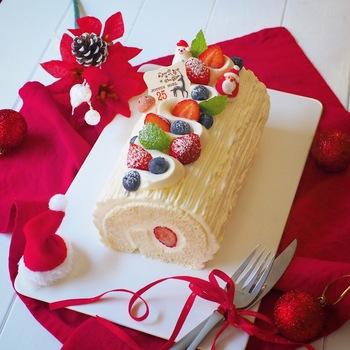 食パン2斤を使って作るブッシュ・ド・ノエルは、卵アレルギーがあっても食べられます。 生クリームを水切りヨーグルトに変えれば、離乳食期のお子さんと一緒にクリスマスを楽しめますね。