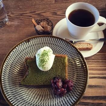 こちらは抹茶のシフォンケーキ。他にも紅茶シフォンやフレンチトーストなど、スイーツはどれも珈琲との相性が良いものばかり。