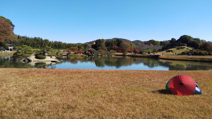 今から約300年前に、岡山藩の2代目藩主であった池田綱政が憩いの場として築いたという「後楽園」。総面積は133,000平方メートルあり、元禄文化を代表する庭園として、国の特別名勝に指定されています。