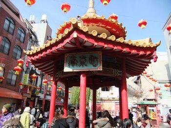 JR・阪神元町駅から徒歩5分ほどの南京町にある中華街。様々な中華の名店が立ち並んでいるので、食べ歩きを楽しみましょう!