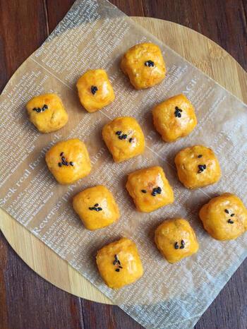 こちらは、バターと砂糖の代わりにココナッツオイルを使って作る、ヘルシーな「スイートポテト」。サツマイモ の甘みもしっかり活きています。