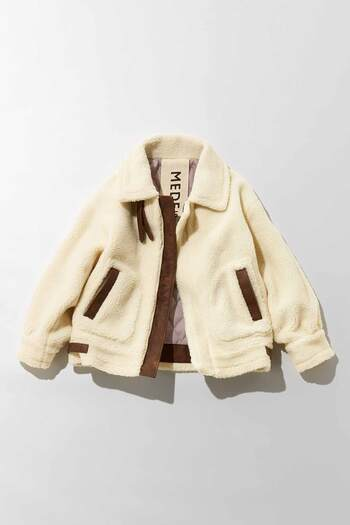 今季はエコファーをはじめボリューミーなボアのアイテムがたくさん出てきています。その中でもメンズライクなB-3ジャケットの形は、簡単に今っぽく着れるアイテムです。