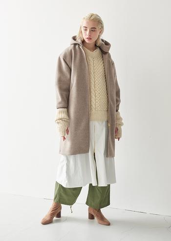 秋冬ファッションはレイヤードが楽しみの1つでもありますよね。何層に重ねてもペールトーンであれば、ごちゃごちゃせずに、透明感をキープできます。