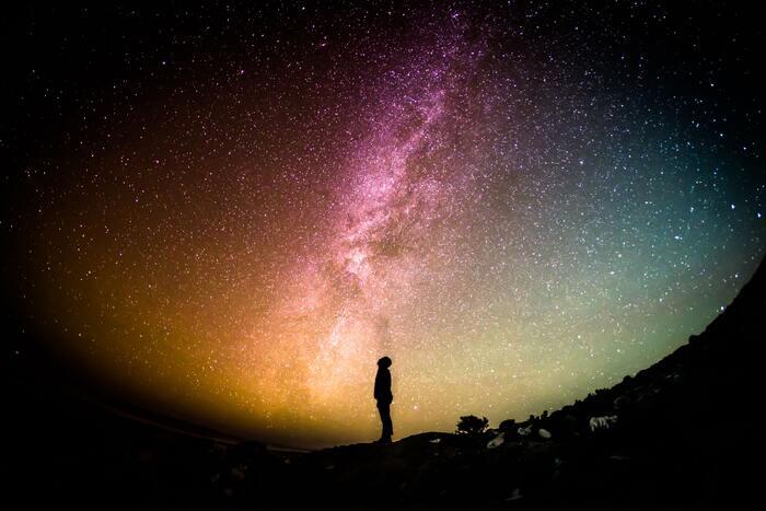 ギリシャの音楽家であるヴァンゲリスの「Alpha」。宇宙のエネルギーが宿ってくるかのような力強さを感じる音楽で、前向きになりたい時におすすめです。