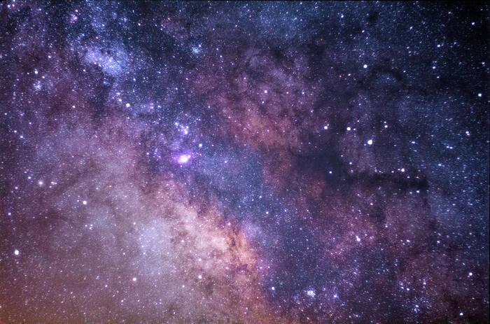 イギリスの音楽家ブライアン・イーノの「An Ending」。宇宙や地球を感じて、体をリラックスさせて、目を閉じて、深呼吸をして。日常のちょっとした時間にそんな習慣を持てると素敵ですよね。