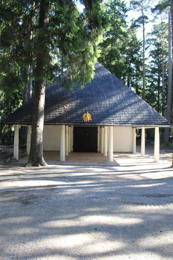 神秘的な空間は、私たち日本人がイメージする墓地とはまるで違う印象を持ちます。世界遺産にも登録されている「森の墓地」は、今や世界中で話題になっています。