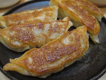 神戸の中華街で一番おいしい、との声もあるジューシーな餃子。一つの大きさは10cmほどもあるビッグサイズ!注文してから焼いてくれるので、焼き立てが頂けます。