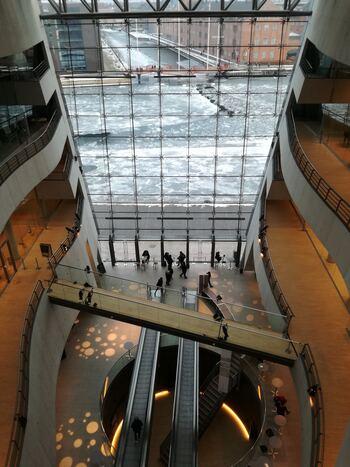 デンマークの建築家集団シュミット・ハマー・ラッセン( schmidt hammer lassen)により設計された、デンマーク王立図書館はモダンとレトロなデザインが見事に融合している、まさに圧巻の光景です!