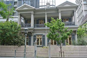 旧居留地にある、かつてのアメリカ領事館を利用したレストラン。神戸では最も古い異人館です。国の重要文化財にも指定されています。