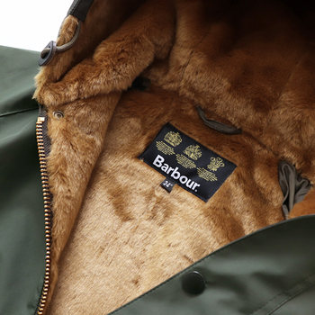 英国ブランドであるバブアー。裏地のファーは着心地も保温性もばっちりで、寒い日の強い味方になってくれそうです。