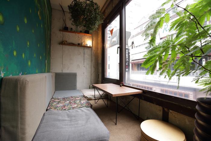 秘密基地のような半個室は大人気のお席。利用したい方は予約をおすすめします。