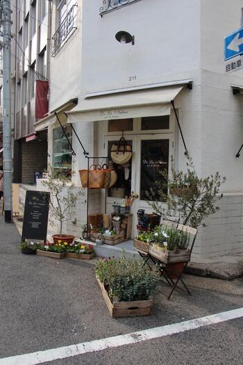旧居留地の西側に位置する栄町。旧居留地がハイブランドのショップが多いのに対して、おしゃれな雑貨屋さんやセレクトショップが立ち並んでいるエリアです。