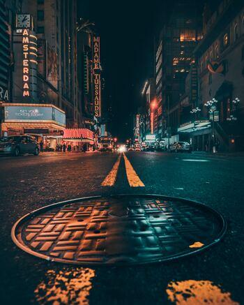 昼間は平気でも夜になると、街の雰囲気がグッと変わるエリアも存在します。そして何より、日本とは違い夜に女性が一人で出歩くこと自体がありえない!という国・地域もあることを理解しましょう。