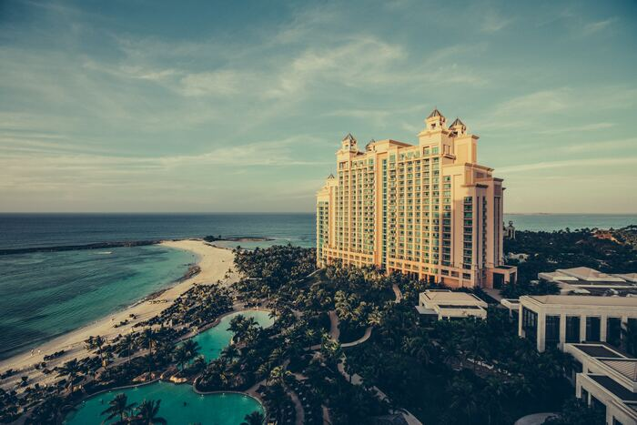 旅の醍醐味の一つでもある宿泊施設。旅慣れた方は現地でホテルなどに直接行き、予約をお願いする方も多くいらっしゃいますが、初心者さんなら事前に予約しておくことをおすすめします。