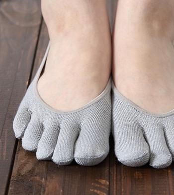 生地には、デオドラント性の高い素材を使用。蒸れが気になる夏場や、長時間靴を履かなければならないときにとても便利です。機能性とファッション性、両方こだわりたい方向けの1足となっています。
