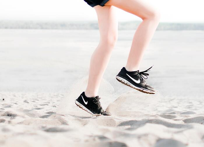足の指1本1本を動かすことができれば、力が入れやすくなり、しっかり踏ん張れるようになります。これは、スポーツをする人には嬉しいポイント!実際に5本指ソックスを愛用するアスリートも多く、スポーツ用の5本指ソックスも数多く登場しています。