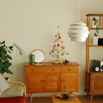 大人もワクワクするクリスマス。スタイリッシュなインテリアでも、アイテム選びでクリスマスシーズンの雰囲気を盛り上げたい。おうち時間が長くなる季節に、ほっこり楽しめる季節のインテリアを揃えよう。