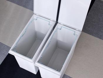 内部にはゴミ袋をセットしておける袋止め付き。これなら蓋を閉めたときにゴミ袋が外から見えませんし、ずれたりしませんね。