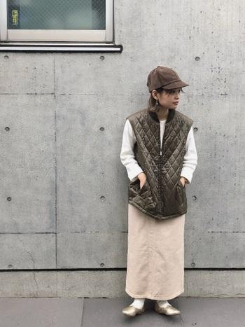 ブラウンもベージュと近い感覚でとても使いやすい色。暖かみがあって、より大人っぽい雰囲気に見せてくれるのが魅力的。ワントーンのシックな着こなしにもぴったり寄り添ってくれます。