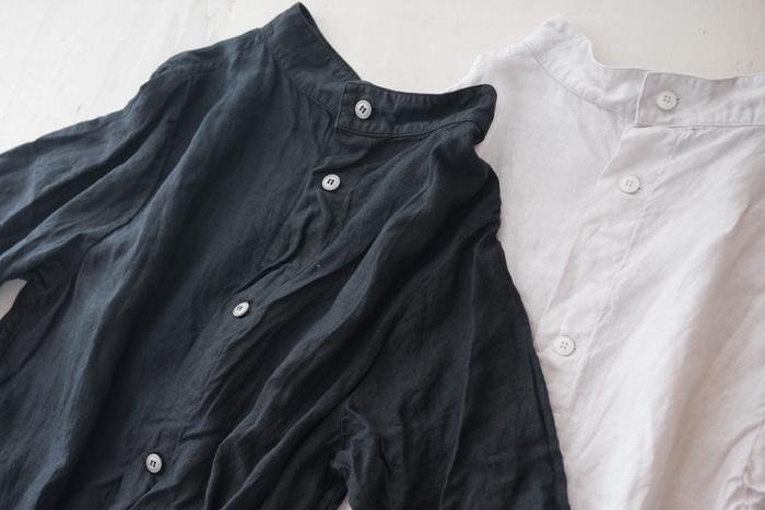 """人目を気にして常に流行を追いかけ、いつも新しい服を身にまとう――それもひとつの選択肢ではあります。ただ、今までの服が似合わなくなってきたら、それらを手放し、自分らしくいられる服だけをもつのが賢明です。大人になった今こそ、少ない服でおしゃれを楽しむ""""心の余裕""""をもちたいものですね。"""