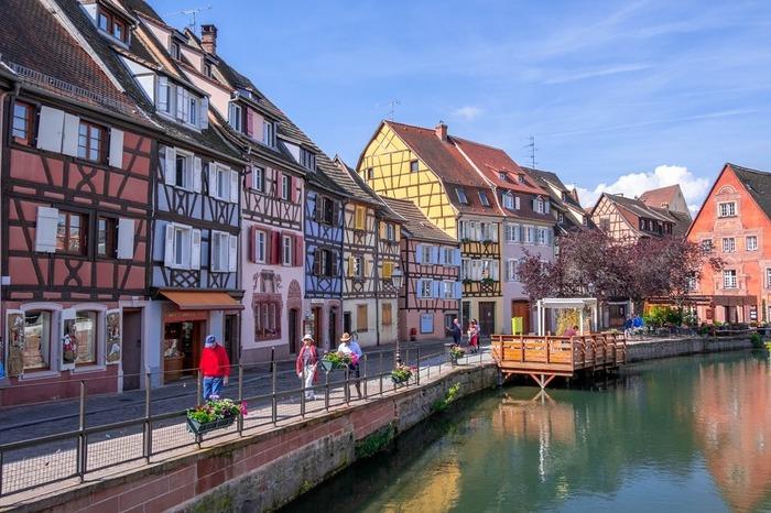ドイツとスイスの近くにあるコルマールは、ドイツに似た雰囲気を持ちながらもフランスらしい優雅さを兼ね揃えたスポットで、フランス人のバカンススポットとしも人気です◎