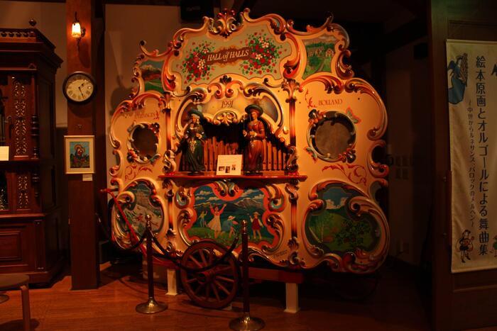 アンティークのオルゴールをはじめ、様々な自動演奏楽器が揃った博物館。音色の美しさだけでなく、クラシカルなデザインにも注目してくださいね。約20分のコンサートも常時行われています。