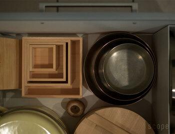 お鍋一個分のスペースに、重ねて収納できるからとっても機能的。これなら狭いキッチンでも大丈夫ですね。