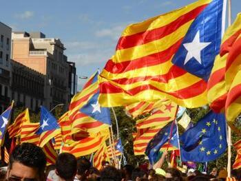 スペインからの独立問題で揺れるカタルーニャ州では、独立運動に関わるデモ等が行われることもあります。渡航の際には必ず事前に現地情報を確認しておきましょう。