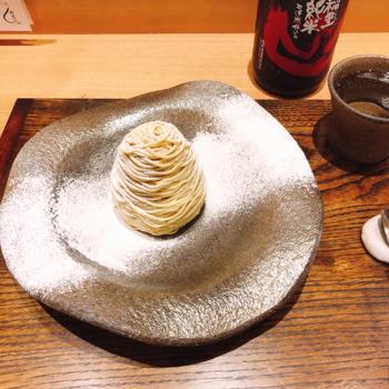ドリンクは数種類の日本茶か日本酒からセレクトできます。大人の女性におすすめなのが、純米酒の稲里「山」との組み合わせ。キリッと辛口の日本酒とモンブランを代わる代わるいただいて、和のマリアージュをぜひお楽しみください。