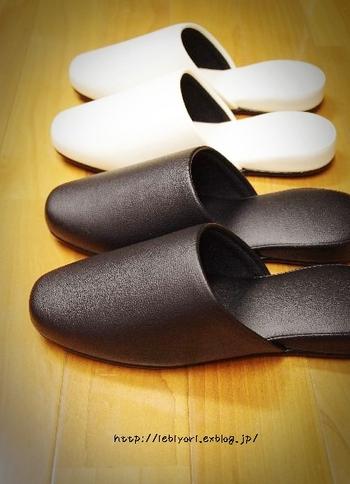 スリッパも布製より合皮素材がおすすめです。床を拭くついでに底を拭くと「掃除した」という達成感が手軽に得られるのも◎