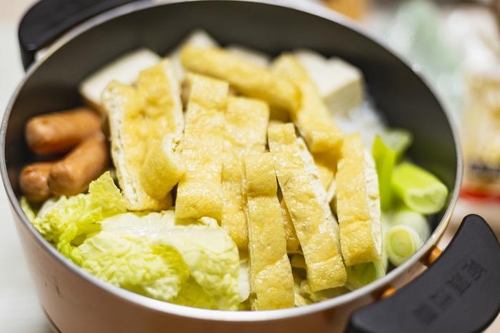 「食卓のレシピがマンネリになりがち」という悩みも多いのですが、一年を通して毎日のように違う物を作っている家庭料理は日本ぐらいなのだそうです。どの国も定番料理数種類をローテーションさせるか、場合によっては同じ物を食べ続けている事も珍しくありません。自分や家族が好きな定番に絞って、月に何度かちょっと変わった物を作ったり買ったりして変化をつければ十分です。
