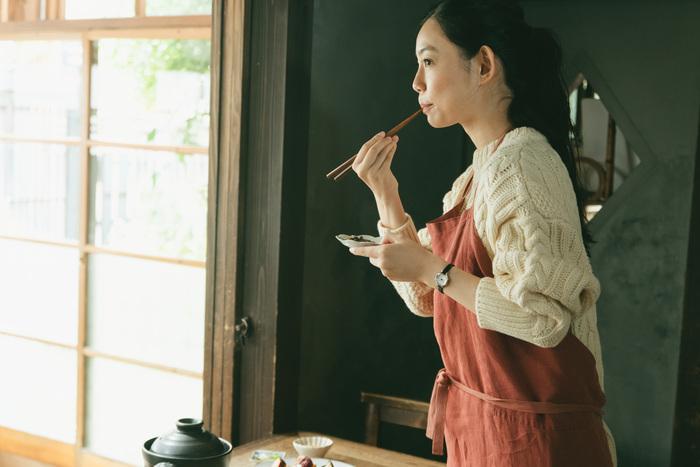 こだわりのある朝ごはんと1日のはじまり。いつもより早く起きて、じっくりと土鍋で炊いたご飯の美味しさもひとしお。こだわりの小さな八角形デザインはヴィンテージライクな佇まい。骨董品で出会った雑貨のように、新鮮で懐かしい気持ちにさせてくれます。