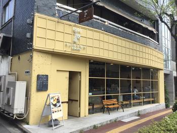 """国立新美術館のそばにある「VIKING BAKERY F(バイキングベーカリー エフ)」は、""""一日のはじまりをしあわせに""""をテーマに誕生した10種類の食パン専門店です。"""