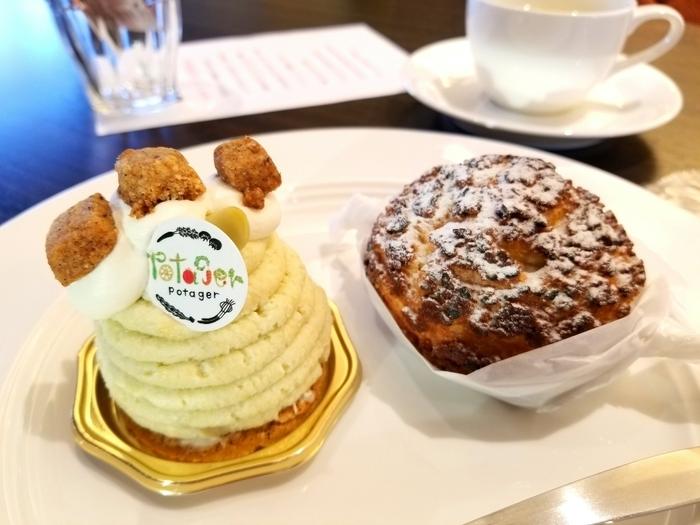 左の「枝豆モンブラン」は、枝豆やきな粉のクリームのまわりに枝豆のクリームがたっぷり絞って、きな粉のクッキーをトッピング。右の「ゴボーのシュークリーム」は、生地にもクリームにもゴボウが使われています。こちらのお店のケーキは、単に野菜を使っているだけでなく、ほど良い甘みもしっかり感じられ満足感があります。これなら、ダイエット中でも罪悪感なく食べられそうですね。