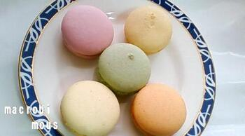 淡い色のマカロンにも野菜が使われています。ピンクは赤カブとルバーブとバルサミコ酢、オレンジは赤ピーマンとグリーンオリーブなど、自然のやさしい色合いが魅力です。