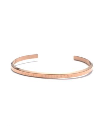 そんなDaniel Wellingtonのバングルは、腕時計と重ね付けしても可愛い♪ピンクゴールドが女性らしさを引き立たせてくれますね。