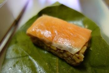 鯖のみだった柿の葉寿司に『鮭』をプラスしたのが「平宗」だったとか。 現在はかますや海老など、季節のすしネタも使われています。