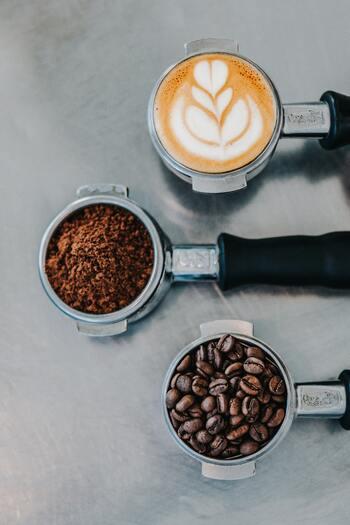 毎日飲んでいるコーヒーですが、その都度購入するのはちょっと面倒だったり、好みのコーヒーに出会えないと感じている人はサブスクサービスに切り替えてみてはいかがでしょう?